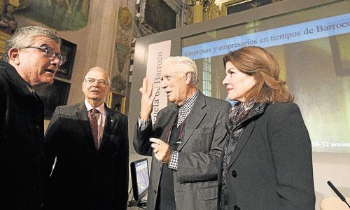 Josep Borrell, vicepresidente de la Fundación Focus Abengoa; Anabel Morillo, directora general de la misma, y Antonio-Miguel Bernal, ayer en Los Venerables. / Foto: Pepo Herrera