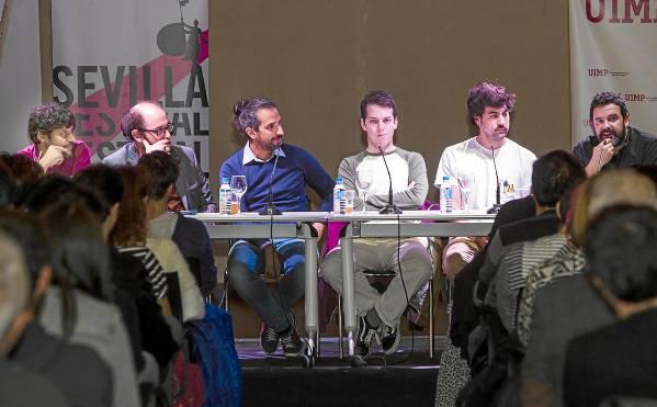 ElEspacioSanta Clara acogió ayer la primera de las sesiones Escribir el cine, en el marco del Festival de Cine. Hoy continuará a partir de las 19.30 horas./ Carlos Hernández
