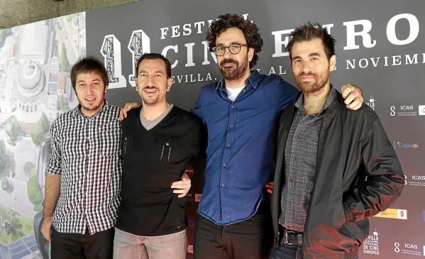 De izquierda a derecha, Aritz Cirbián (productor ejecutivo), Martín Samper (productor asociado), Sergi Pérez (director) y Borja Espinosa (actor principal). / José Luis Montero