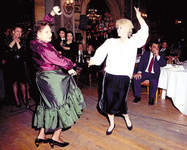 Verla bailar sevillanas era una de las imágenes más cotidianas y representativas de su amor por Sevilla. / Manolo Gallardo