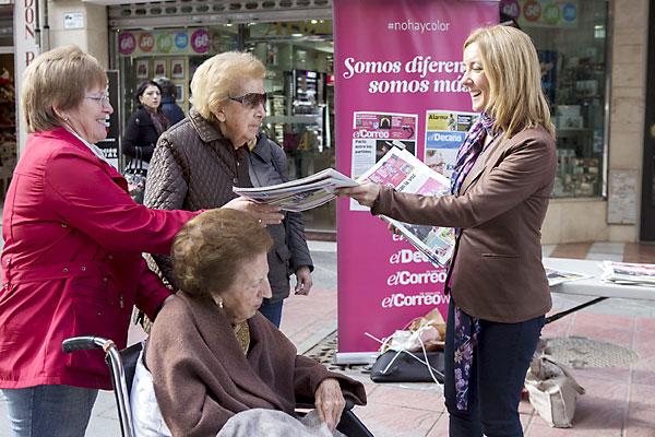 Promoción de El Correo de Andalucía por las calles de Sevilla. / Pepo Herrera