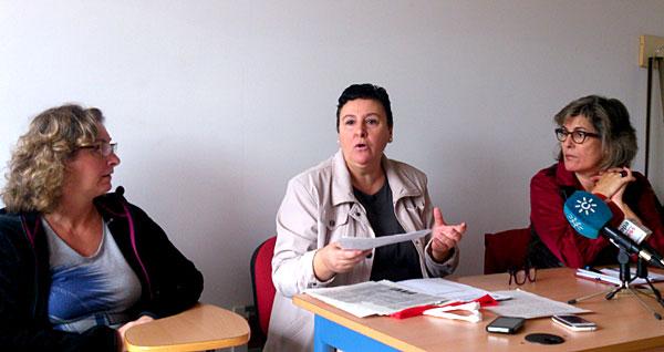María Salmerón, en el centro, pide apoyo para lograr el indulto.