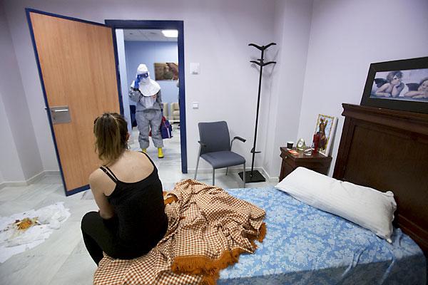 Simulacro contra el ébola en Sevilla. / Foto: Pepo Herrera