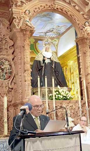 El ya ex hermano mayor, José Díaz Lay, durante la inauguración del retablo.