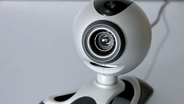 Los responsables no hackean las cámaras, aprovechan que no se ha cambiado su contraseña. / El Correo