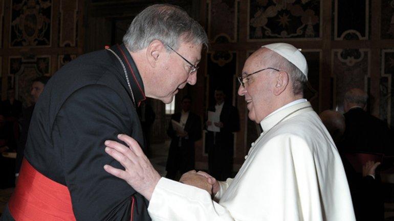 Francisco junto al arzobispo de Sydney y encargado de las finanzas del Vaticano, George Pell