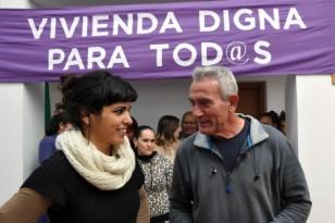 La eurodiputada de Podemos Teresa Rodríguez, junto a Diego Cañamero. / EFE