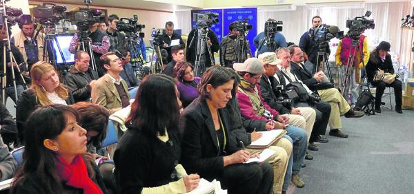 Un grupo de periodistas asiste a una rueda de prensa. / El Correo