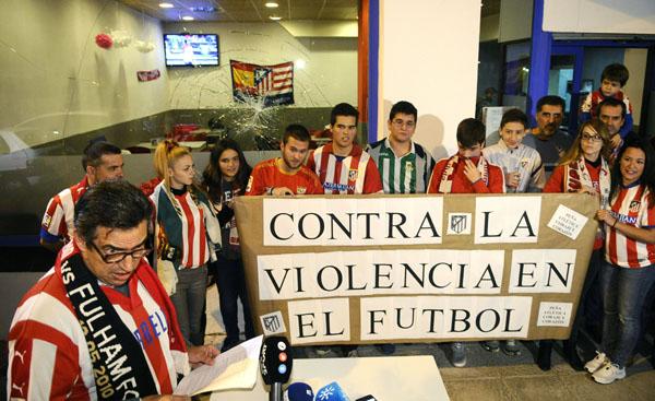 Aficionados del Betis, del Sevilla y el Atlético de Madrid. EFE/ Raúl Caro