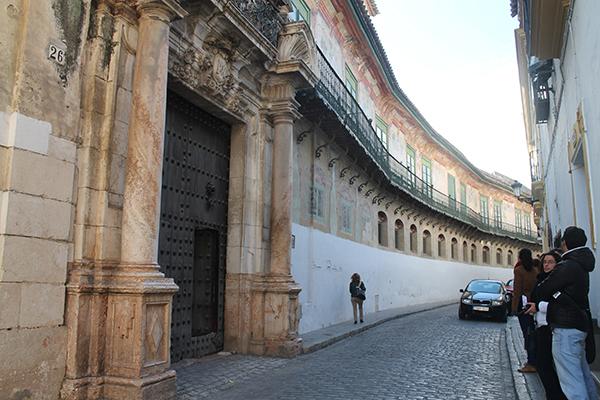 Fachada del Palacio de Peñaflor que espera reformarse con el 1,5% cultural. / M. R.