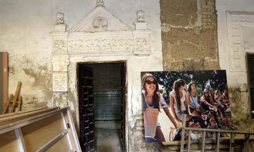 La puerta que da acceso a lo que fue el refectorio. / José Luis Montero