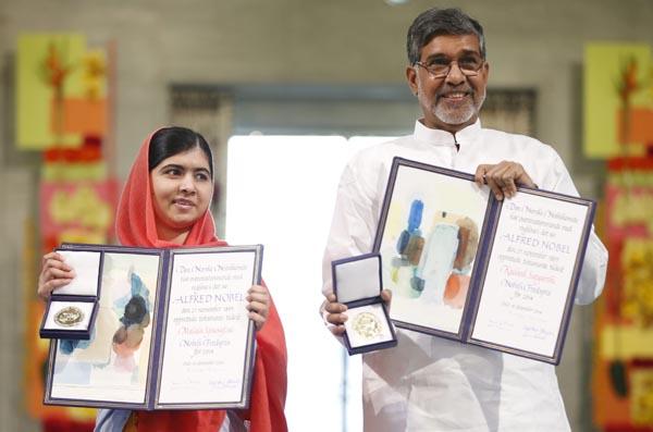 La adolescente paquistaní Malala Yousafzai (izq) y el presidente de la Marcha Global contra el Trabajo Infantil.