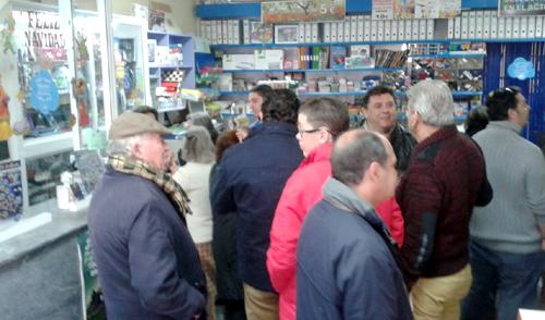 La papelería donde se ha vendido el segundo premio de la Lotería de Navidad en Utrera.