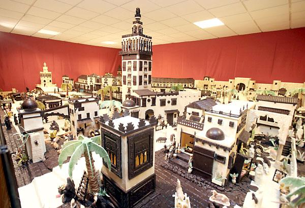 Imagen de archivo del belén realizado en 2010 por los maestros chocolateros de la localidad cordobesa de Rute y en el que se recreaba la ciudad de Sevilla, con la Giralda, la Torre del Oro (al fondo) o la Maestranza. EFE