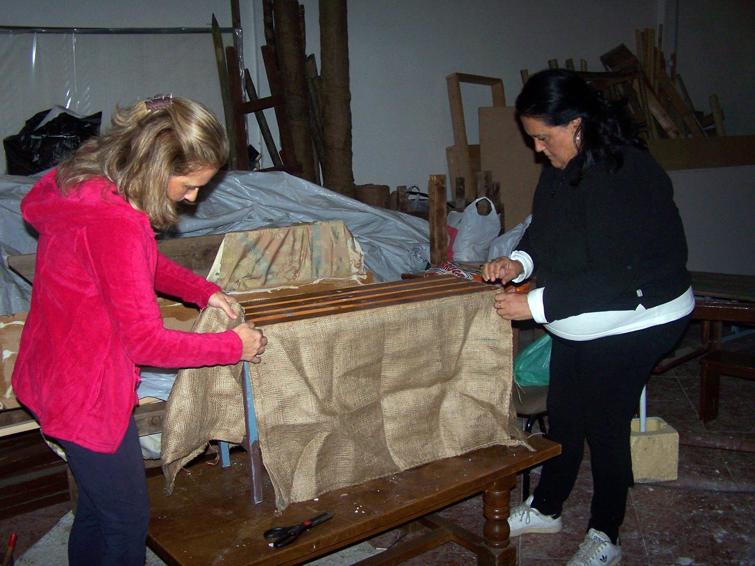 Desde agosto, la Hermandad de la Soledad trabaja en el montaje del belén .