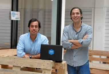 Gonzalo Manrique y Ariel Quiñones, fundadores de la 'startup' andaluza Ironhack. / EL CORREO