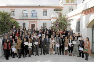 Los emprendedores que han participado en el programa '100 Caminos al éxito', ayer en la sede del Instituto Cajasol. / J.M. Paisano
