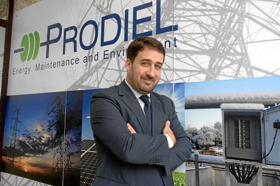 Miguel Somé Domínguez, en instalaciones de Prodiel en el polígono industrial Carretera de la Isla, en Dos Hermanas. / MANUEL GÓMEZ