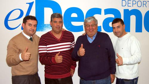 De izquierda a derecha, Manuel Prieto, Adrián Gaitán, Antonio Gaitán y Mike Rodríguez posan en El Decano. / Foto: Álvaro García