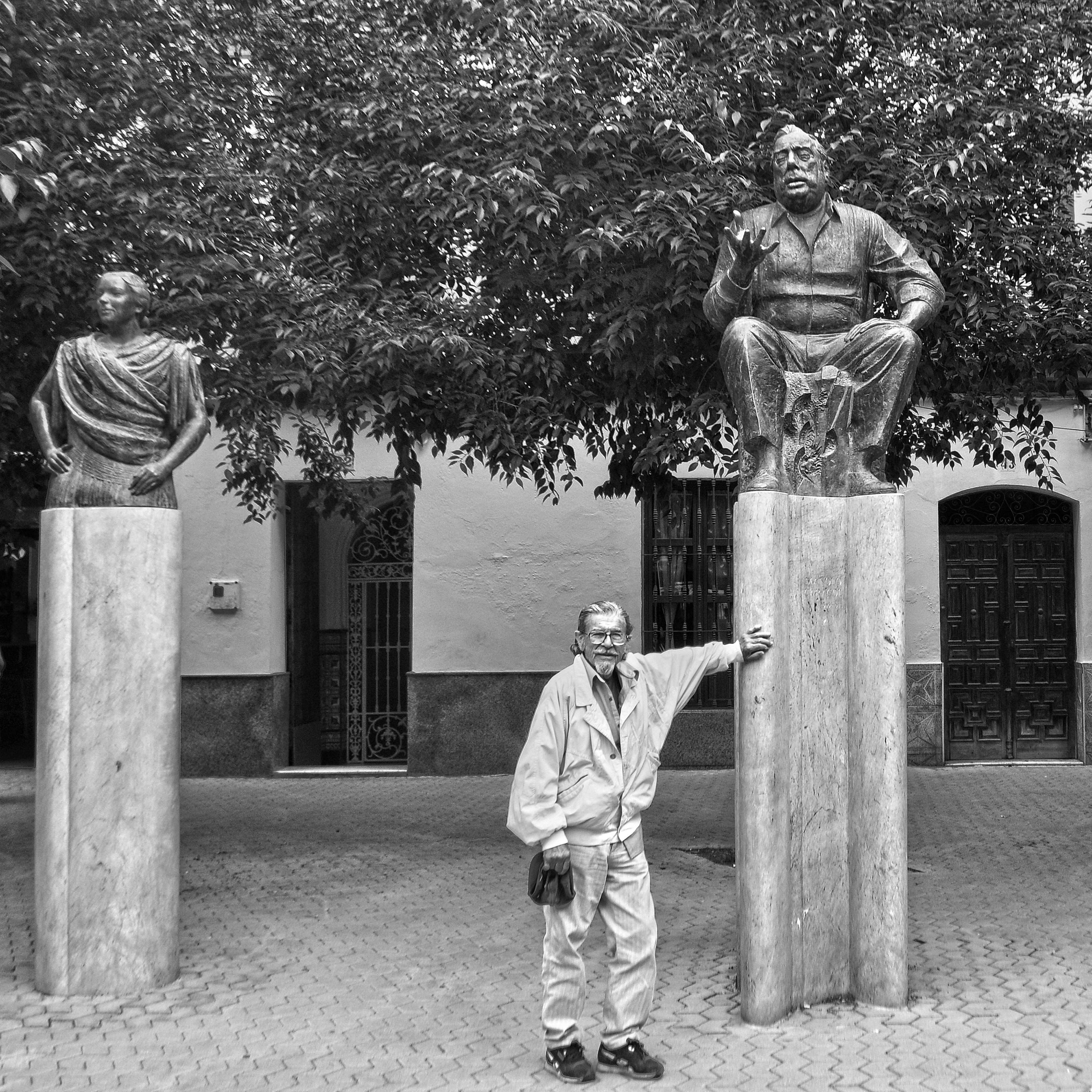 Raúl Martín junto a la Niña de los Peines y Caracol, en la Alameda.