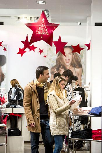 El consumo en los hogares subió en 2014 en Andalucía. / El Correo