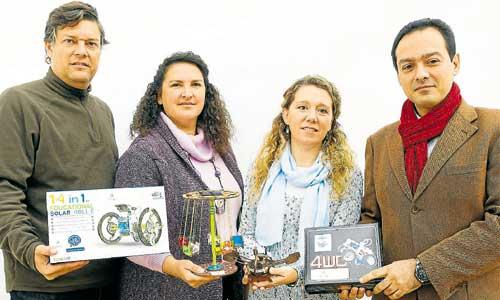 Jorge Florián, María José García, Rosa Jiménez y Miguel Ángel Velarde, integrantes de Denki-Diversiones Solares. / pepo herrera