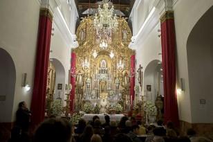 Besamanos de la Esperanza de Triana. / Foto: J.M.Paisano