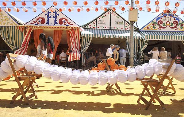 Farolillos en la Feria de Abril. / EFE