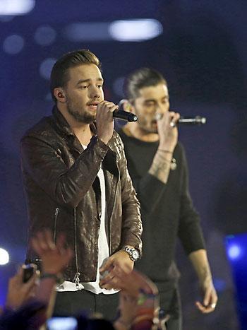 El grupo británico One Direction durante su actuación en la gala de entrega de premios de los 40 Principales 2014. / EFE