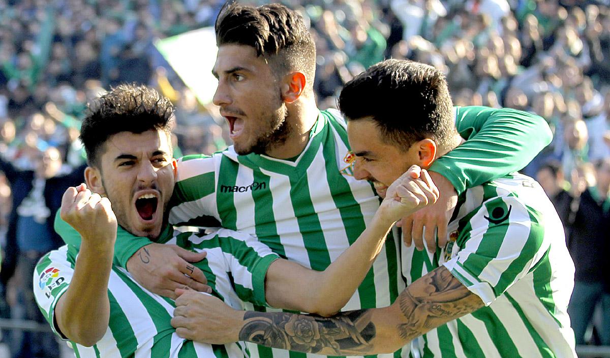 Ceballos celebra su gol ante el Raing. Foto: Manuel Gomez