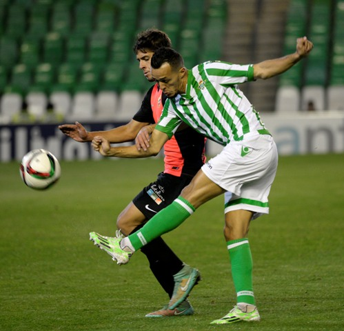 Kadir, en un lance del Betis-Almería de Copa / Manuel Gómez
