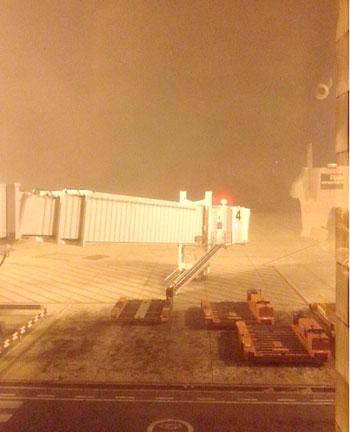 Niebla en el Aeropuerto de Sevilla. / @SVQaeropuerto