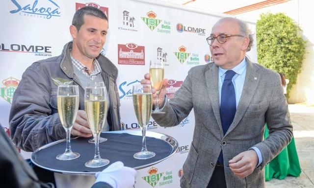Juan Merino y Juan Carlos Ollero, este jueves en el almuerzo de Navidad del Betis / Inma Flores
