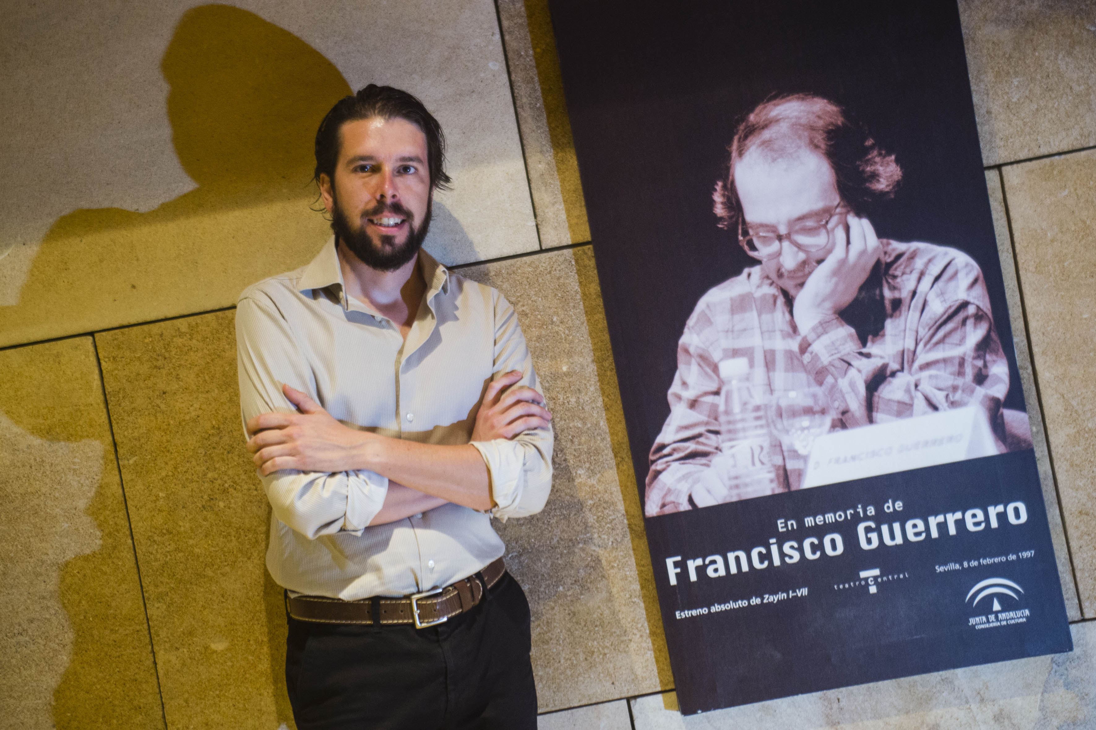 Pedro Ordóñez, en el Teatro Central, junto al compositor Francisco Guerrero. / Carlos Hernández