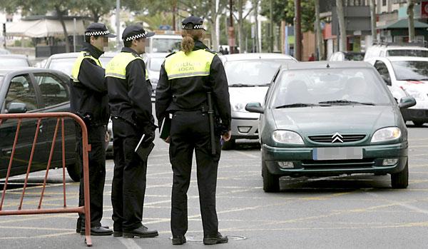 Agentes de la Policía Local por el Centro de Sevilla. / José Manuel Cabello