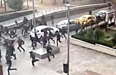 Imagen de un vídeo de la reyerta acaeida en Madrid. / El Correo