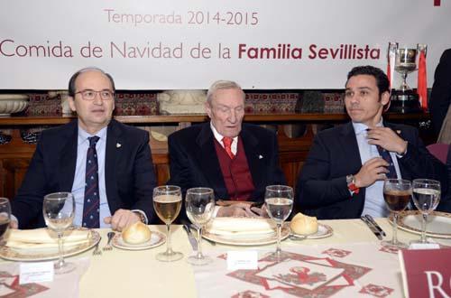 De izquierda a derecha: El presidente del Sevilla, José Castro; expresidente Roberto Alés; y vicepresidente José María Del Nido Carrasco. / Foto: Inma Flores.