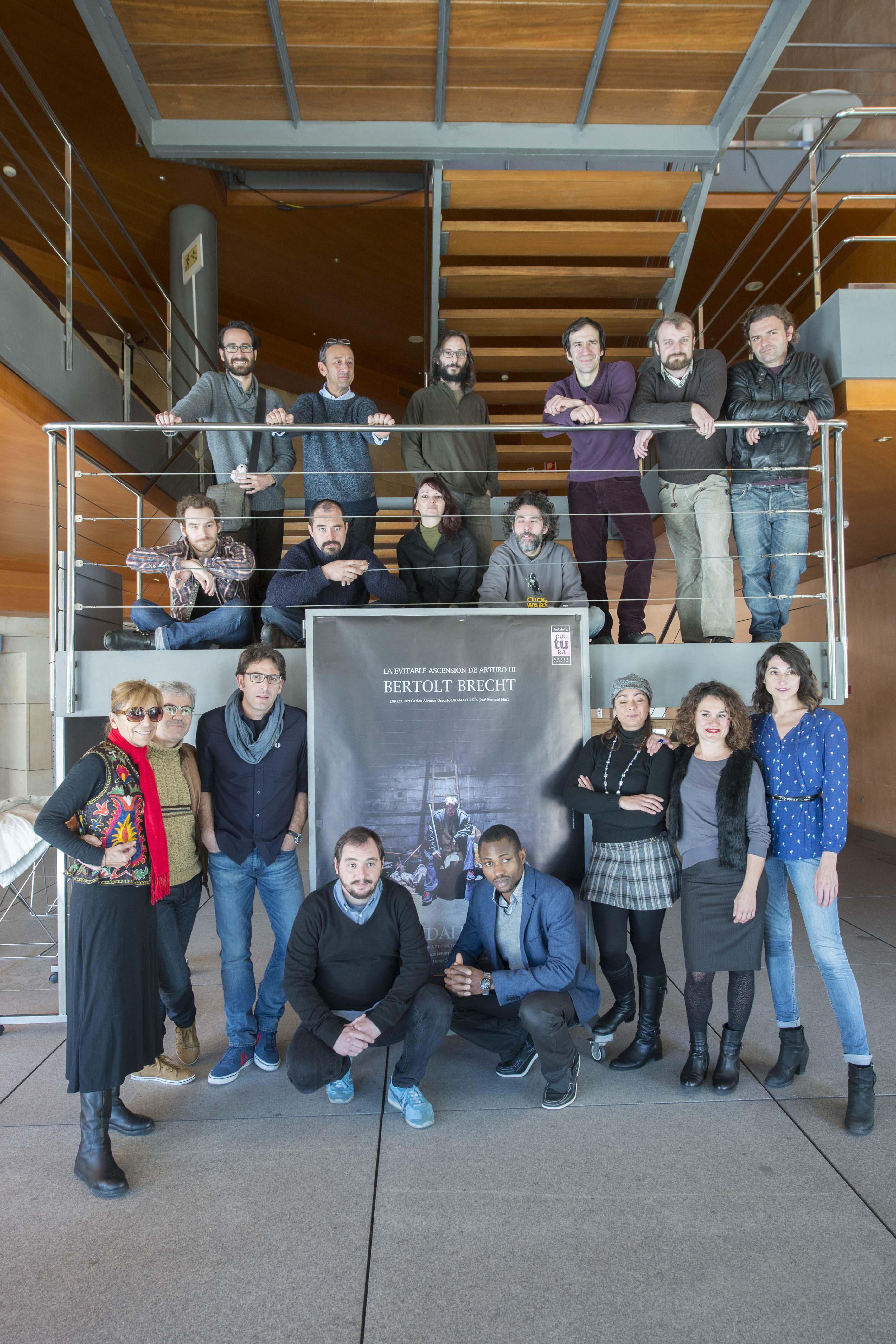 El equipo al completo ha presentado este mediodía la producción. / J. M. Paisano