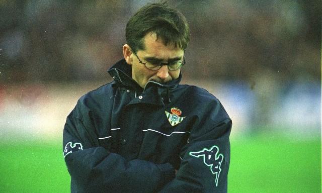 Fernando Vázquez, en un partido del Betis en aquella temporada 2000-01 / Joaquín de Haro