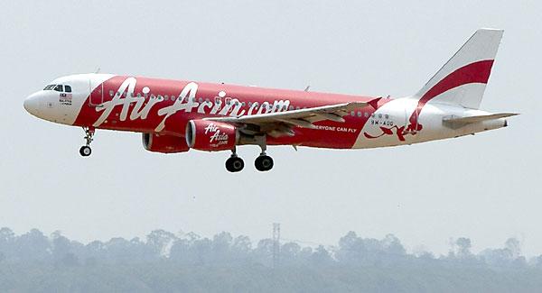 Un Airbus A320 de Air Asia igual al avión siniestrado. / EFE