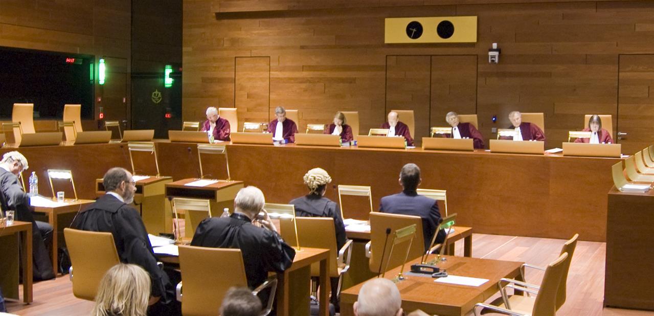 Jueces, fiscales y abogados en el Tribunal de Justicia de la Unión Europea, con sede en Luxemburgo. / EL CORREO