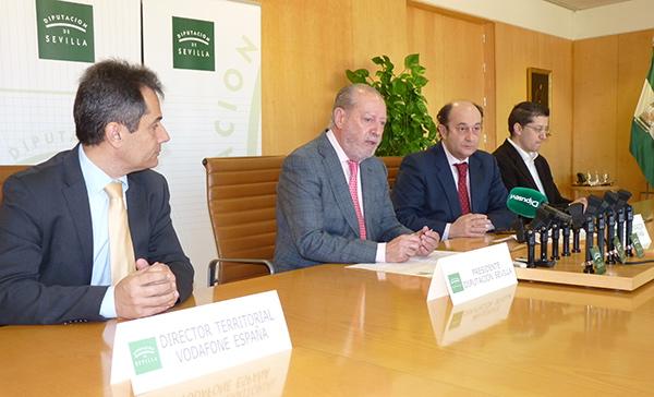 Moreno, Villalobos y Manzano durante la presentación del proyecto.