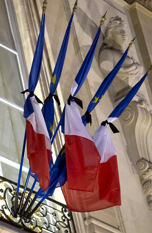 Bandera_luto_Paris