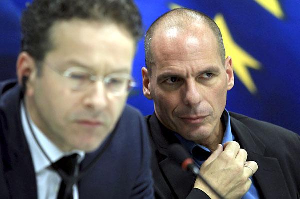 El favorito, Alexis Tsipras, de Syriza, acude a votar esta mañana a un colegio electoral de Atenas. / EFE