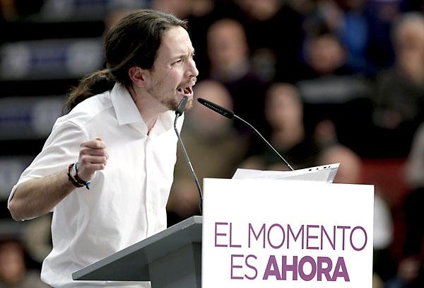 El secretario general de Podemos, Pablo Iglesias, durante su intervención en el acto público en ValenciA. / EFE