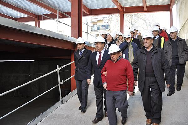 El alcalde visitó las obras junto a varios vecinos y delegados municipales. / El Correo