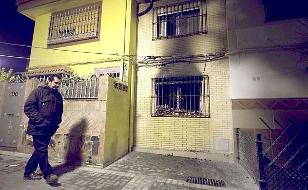 Imagen de la vivienda incendiada. / J.M.Paisano