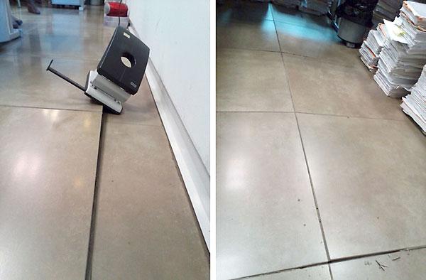 Una taladradora en el suelo muestra el importante desnivel de las losetas. A la derecha el suelo desnivelado. / El Correo