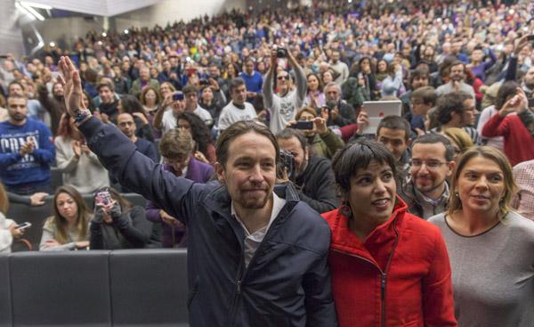 El secretario general de Podemos, Pablo Iglesias, junto a Teresa Rodríguez . EFE/Julio Muñoz