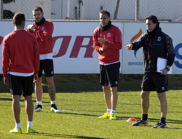 Unai da instrucciones a sus jugadores (Foto: Manuel Gómez)